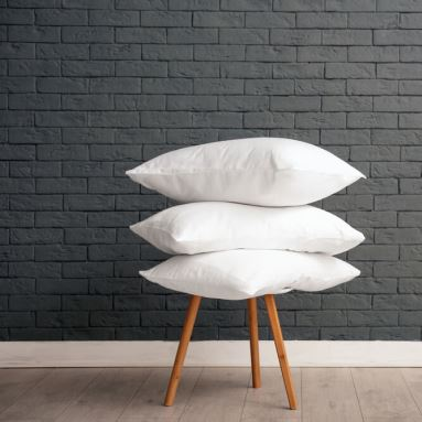 Jak prać poduszki z pierza? Podpowiadamy, jak dbać o poduszki z naturalnego pierza.