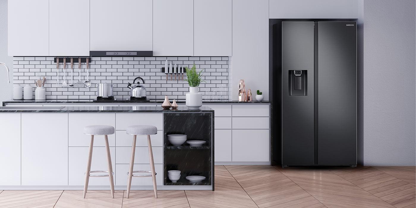 Lodówka Samsung znajduje się w biało szarej kuchni